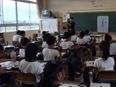 天満南小学校3年生の習字指導 2016年9月7日